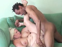 Fit and hung black dude fucks chubby mature