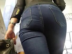 Round ass waiting for the bus