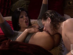 Maya Gates finds dude sexy and takes his hard rod in the deadeye